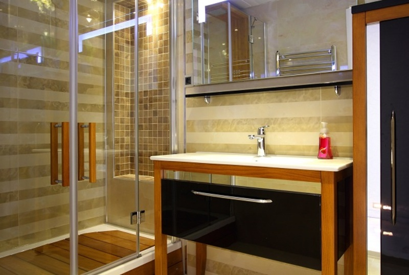 Bathroom Renovation  - Top 7 Benefits of Installing a Shower Screen In Your Home